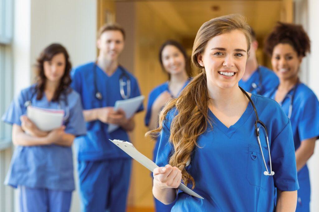 Du học Canada ngành nào dễ định cư? Ngành y tế