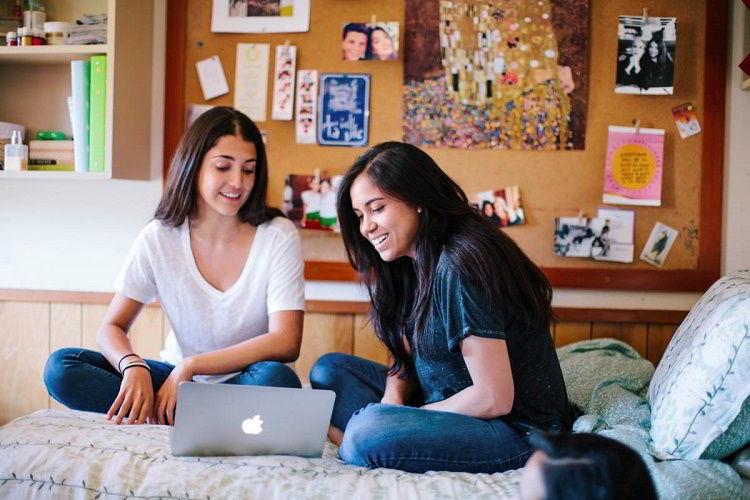 Sống chung với bạn bè cũng là ý tưởng hay khi đi du học
