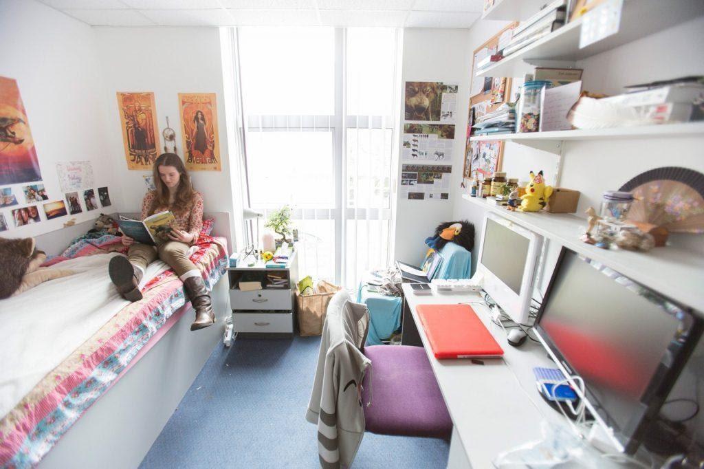 Thuê phòng và sống chung với bạn trọ giúp bạn tiết kiệm chi phí