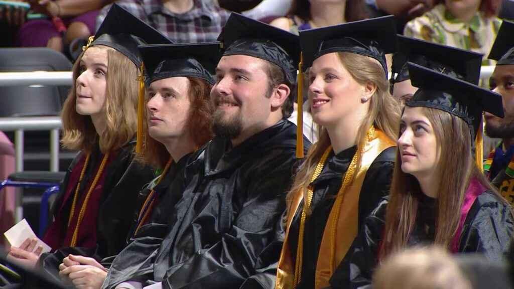 Nên du học cao đẳng cộng đồng hay đại học
