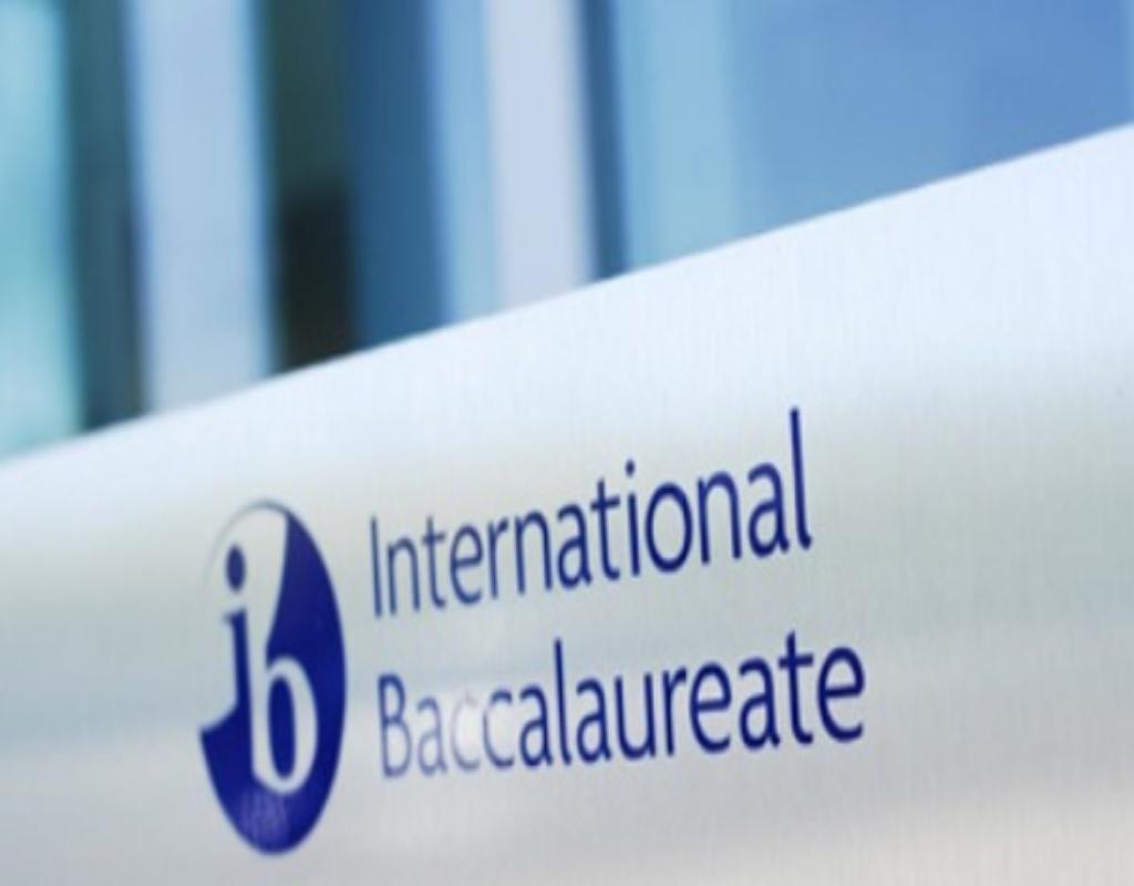 International Baccalaureate (IB) có nghĩa là tú tài quốc tế