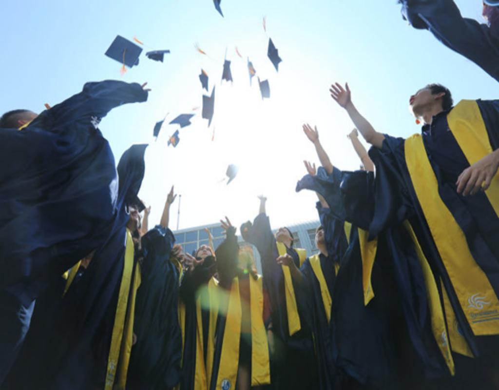 Những học sinh tham dự các lớp tú tài quốc tế  luôn được ghi nhận và đánh giá cao