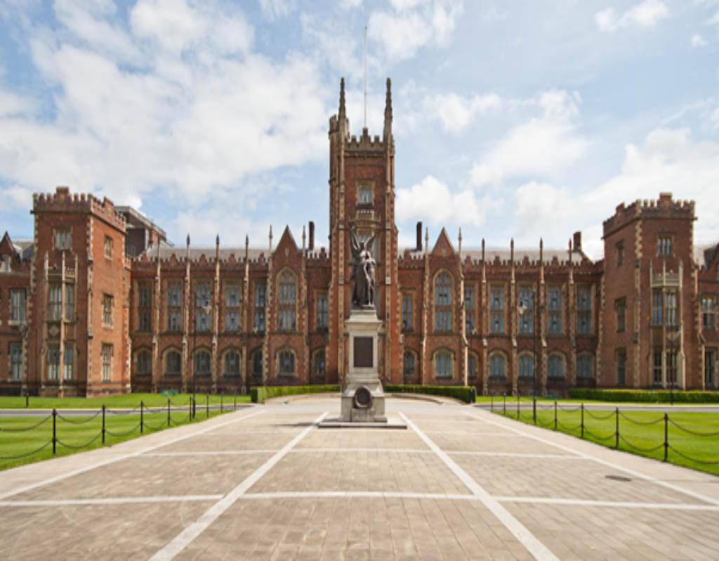 Queen's University là một trong những trường công lập ở  Canada