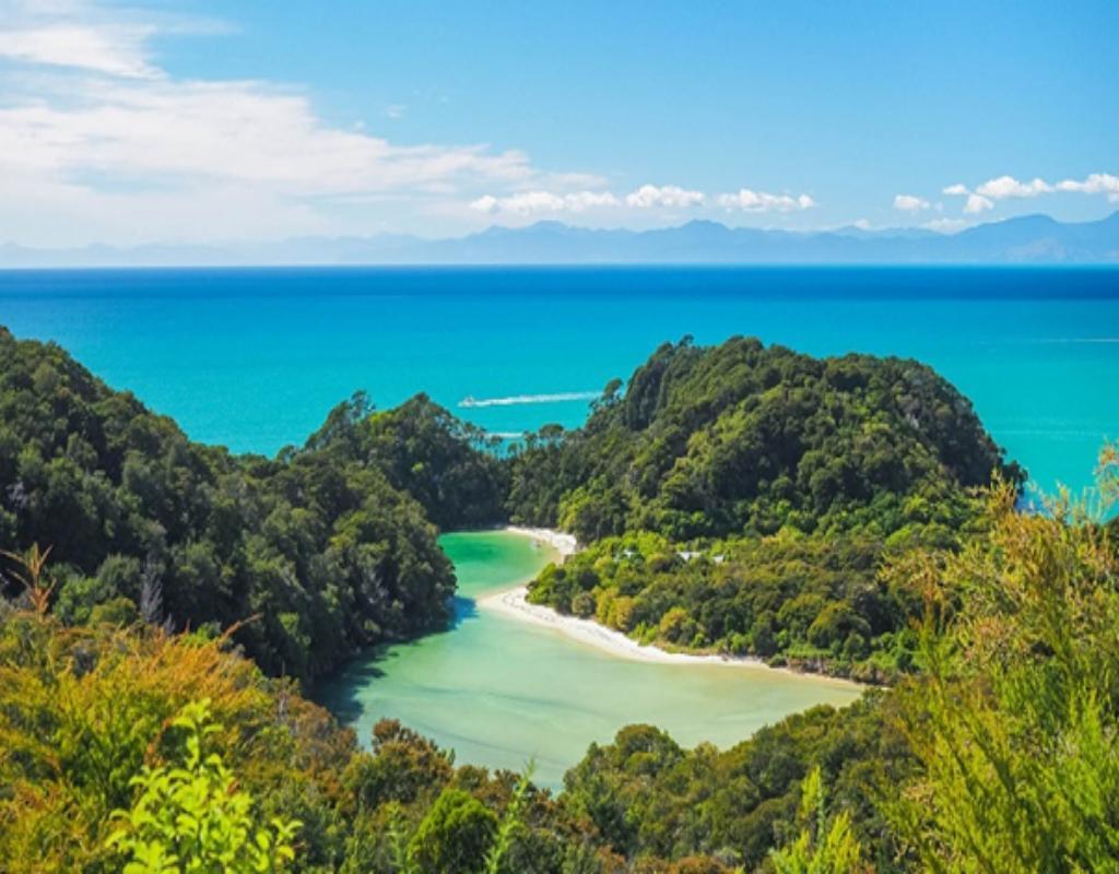 Vườn quốc gia Abel Tasman là địa điểm kết hợp giữa những nghỉ ngơi thư giãn và khám phá, chinh phục