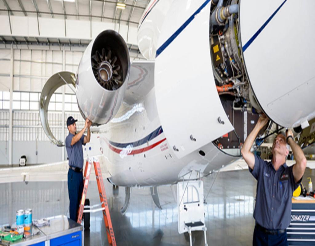 Ngành kỹ thuật hàng không gồm kỹ thuật hàng không dân dụng và kỹ thuật hàng không vũ trụ