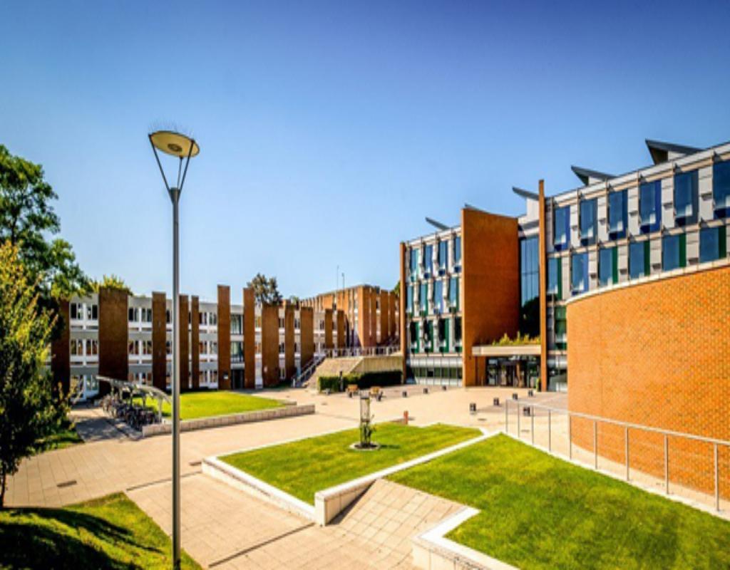 Đại học Sussex được nhận Hiến chương Hoàng gia Anh năm 1961